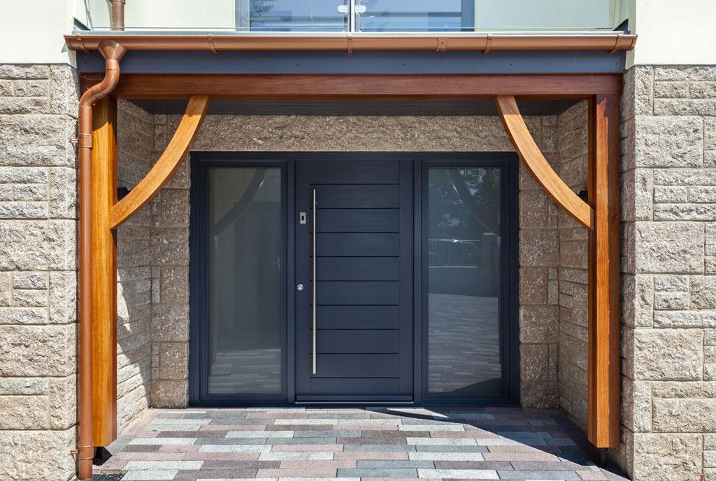 Bryallen Exterior Frontdoor 02